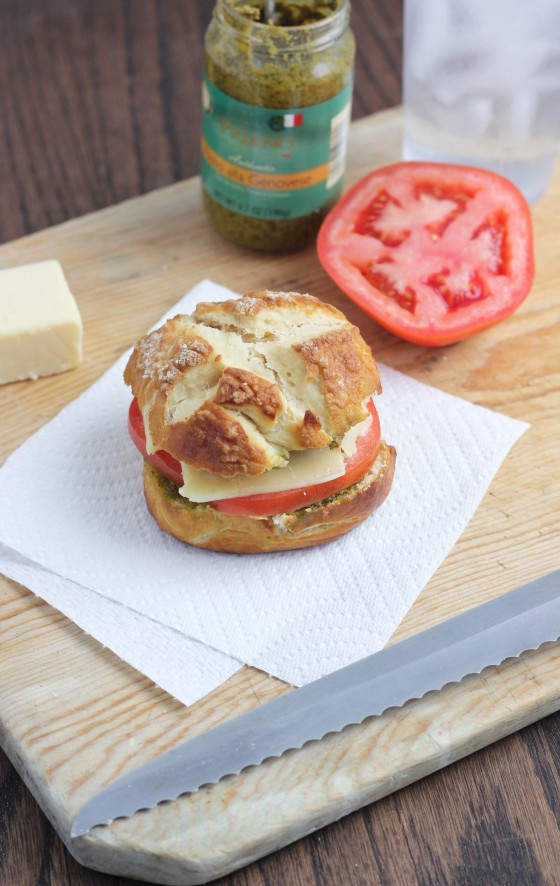 Tomato, Pesto and Cheddar Pretzel Sandwich