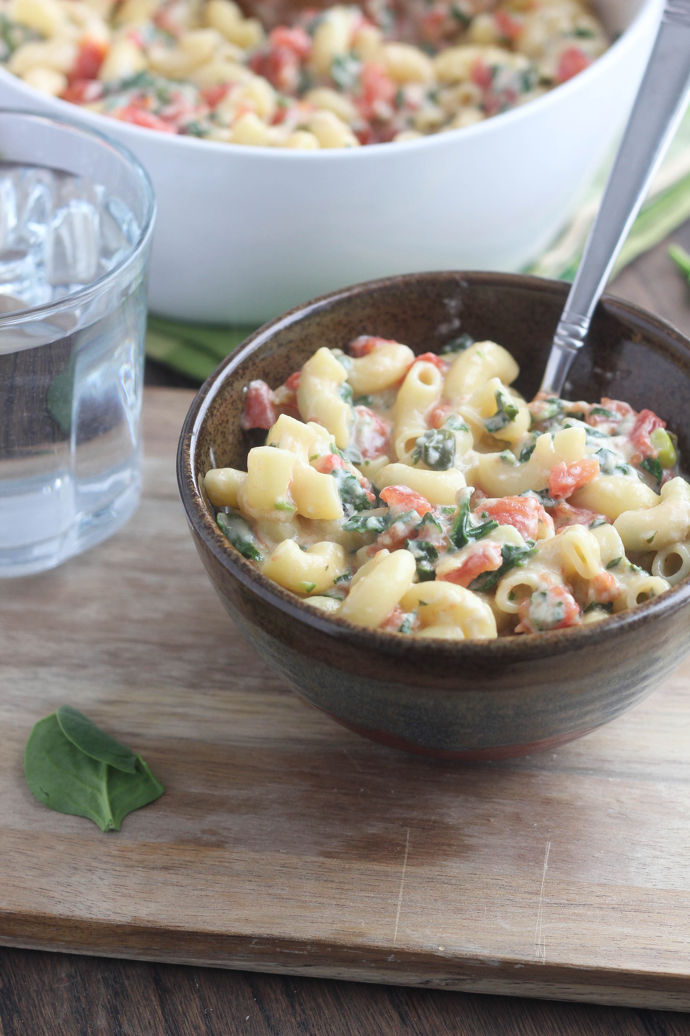 Spinach Queso Macaroni and Cheese